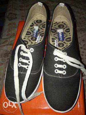 For girls Black and white shoes for sale.shoes