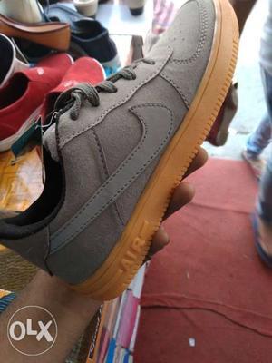 Unpaired Grey Nike Air Force 1 Low-top Sneaker