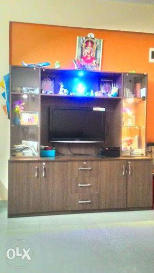 00TV Show CASE -Wooden colour, 6 by 6 feet SET with