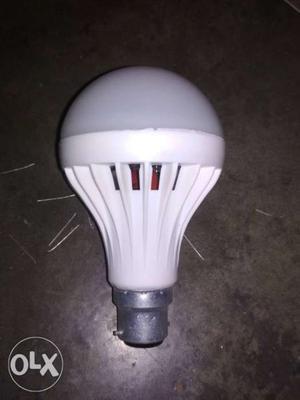 Led 9watt bulb at wholesale price Rs. 26 each