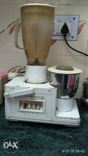 Singer Company Mixer Grinder in working