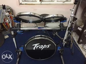 Traps drum set very light use looks brand new