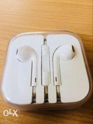 IPhone earphones.. original earphones.. great