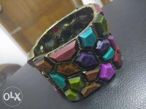 Cilurfull stone Bracelet,to make your hand look