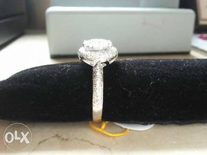 Glad wt 4.00 gram 18 CT & riyal diamond GH vs/si 1.00 carat