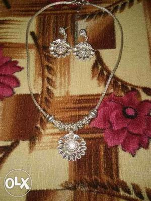 Original silver necklace set for urgent sell.