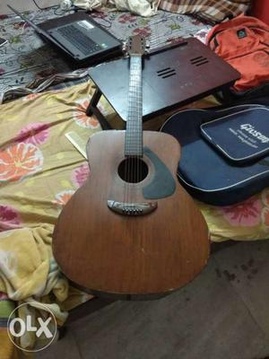 Guitar for beginners, bag with guitar available.