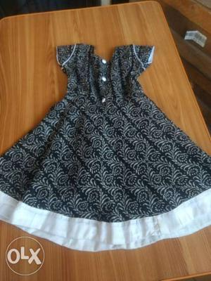 1-2 years old. New piece. Tailor available for kids, women
