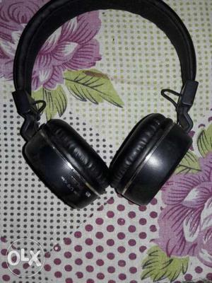 Bluetooth headphone 2 month old USB chargeable