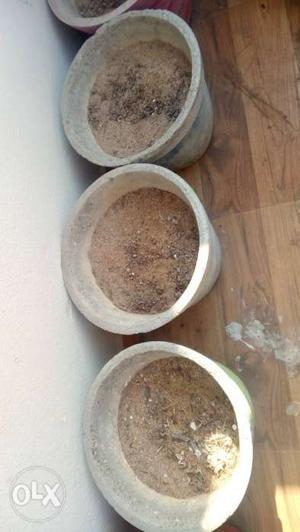 Flower pots five big size and two small size with sand and