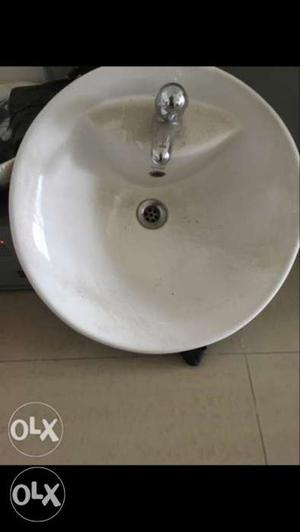 Round White Ceramic Sink With Faucet