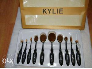 Black Kylie Spoon Makeup Brush Set