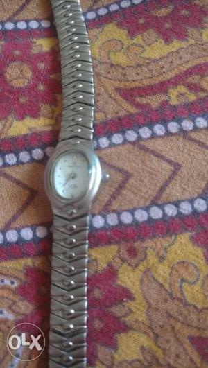Women maxima watch with small dial and silver