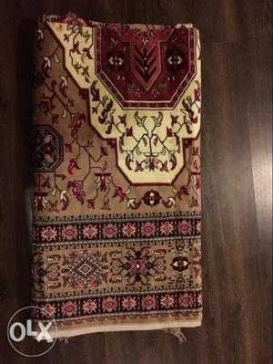 Beautiful carpet bought in Dubai Size 85 x 170