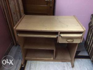 Computer table in good connection for sale