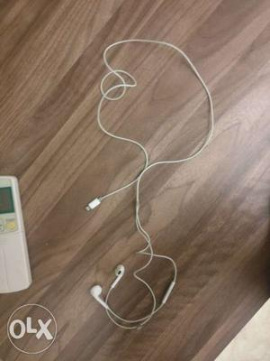 Apple earpods with lightning connector brand new