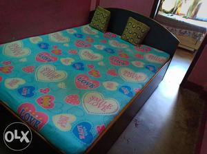 Good condition beds and almirahs for sale as we