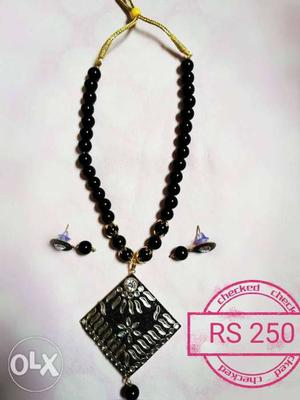 Artificial jewellery crystal beaded necklace