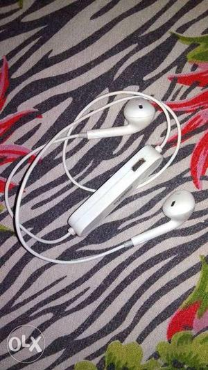 New and good condition Bluetooth h sab set