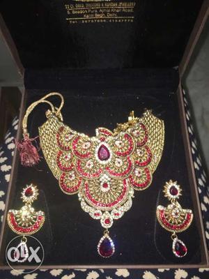 Complete bridal set for a pretty bride. wear it