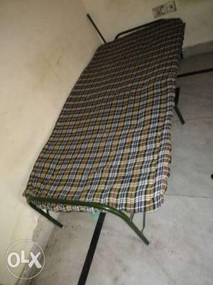 Folding aur gadde dono sell karne hai total 4 hai
