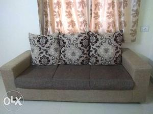 1 n 1/2 year old sofa set 3+1+1.. very good.. slightly