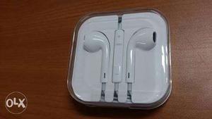 Brand new original apple earphones not even
