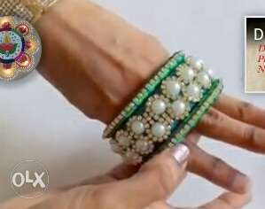 Gold-colored White Pearl Beaded Bangle
