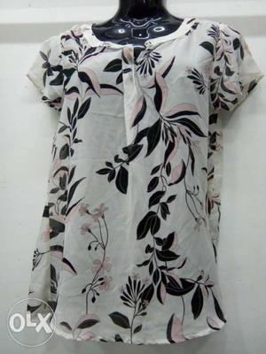 White And Black Floral V-neck short Sleeves Top