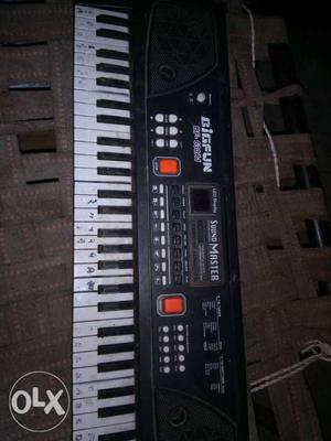 Black And White Digfun SoundMaster Electronic Keyboard