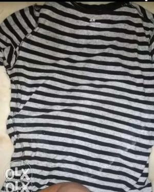 H&M T-shirt at very low price 2 month old