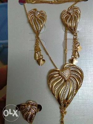 Very nice Dubai jewelry set.fixed price no bargain