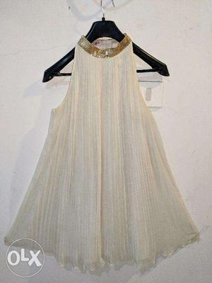 Mulberry Tree Size 8 White with Shimmer Collar Pleated