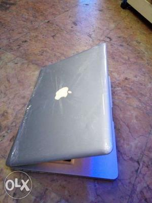 Macbook pro 4gb ram Core 2 duo processor Intel hd