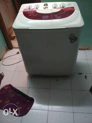 White And Red Twin Tub Top-load Washer And Dryer