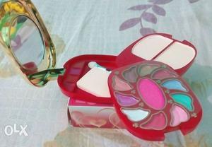 Eye shadow & blush kit..fresh piece