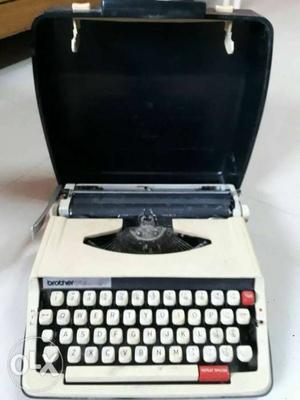 Typewriter for sell, pls do not call for