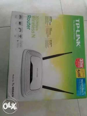 White TP-Link Wireless N Router Box