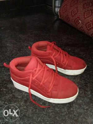 Girls shoes size 8 only 2 time used