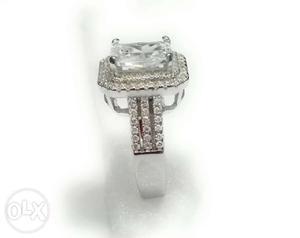925 Silver Luxurious Ring in Shine Diamonds