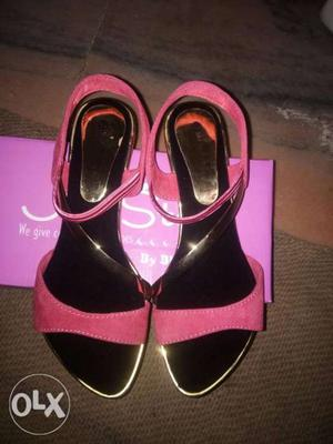 Lady sandals size 9 new condition without single use