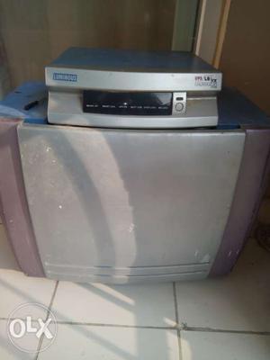 Luminous 600 VA inverter with battery for sale.