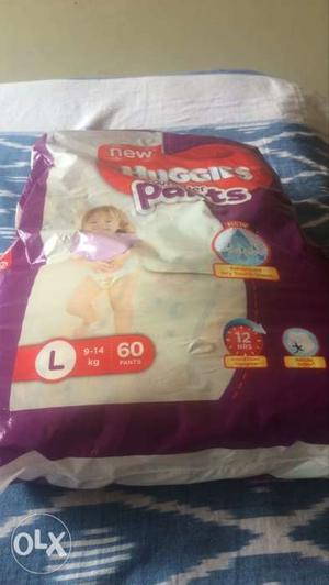 Two packs of huggies diapers size L. priced at ₹800.