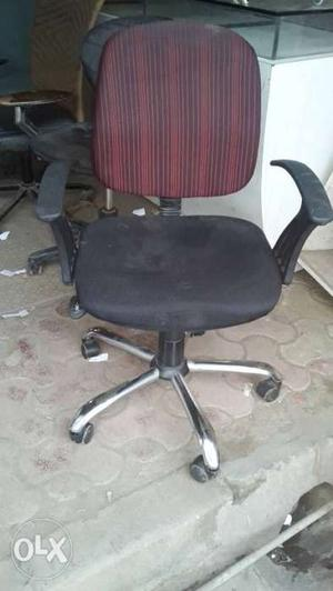 4 Office chairs or Office furniture or Revolving chairs is