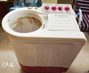 Whirlpool 7 KG Semi automatic washing machine. -
