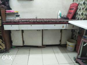White And Brown Wooden Table Paat with 4 drowar
