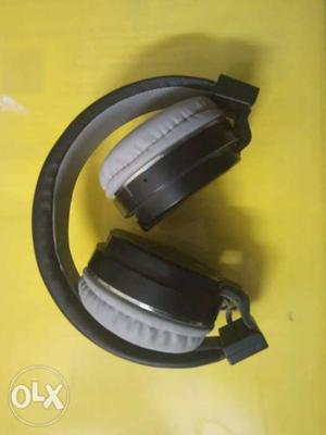 6 months used wireless bluetooth head phone with