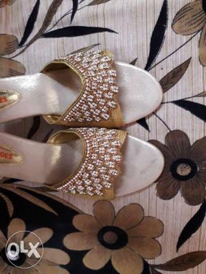 Hd brand heels golden in colour new with diamonds