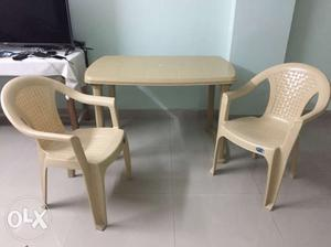 Plastic table with 4 chair
