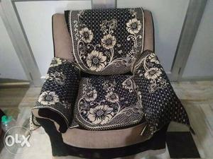 Two months old 8setter sofa set with cover..